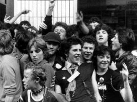 W filmie można posłuchać największych hitów The Clash (fot. National Film Company Limited)
