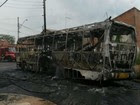 Ônibus é incendiado na zona leste de S. José (Eduardo de Paula/TV Vanguarda)