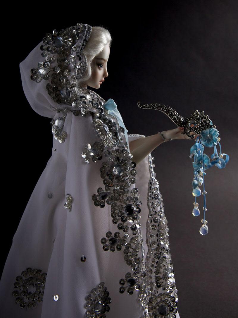 Elegantes bonecas lacrimejantes transmitem a complexidade das emoções humanas 05