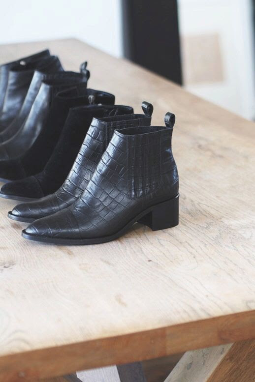Le Fashion Blog Blogger 25 Best Black Ankle Boots For Fall Winter 2015 Croc-Embossed Via Camilla Pihl