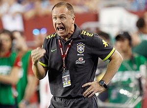 O técnico Mano Menezes comanda a seleção brasileira no amistoso contra os Estados Unidos