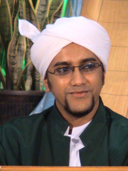 http://aziachmad.files.wordpress.com/2008/11/al-habib-hasan-bin-jafar-assegaf.jpg