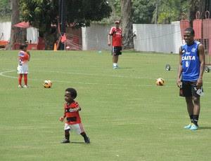 Elias e filho treino Flamengo (Foto: Cahê Mota)