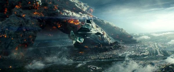 An alien-hybrid jet fighter flies toward a city being decimated by a giant alien spacecraft in INDEPENDENCE DAY: RESURGENCE.