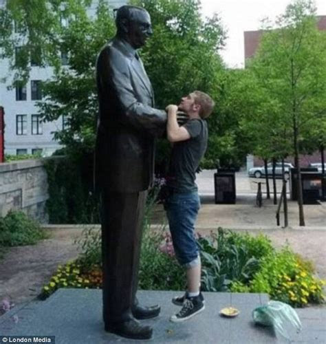 Amazing Funny Pictures of Monuments