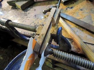 Cramping the spatula handle blocks