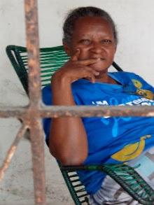 """""""Já faz anos que começaram a construção e até agora não terminaram"""", reclama a aposentada Abgail"""