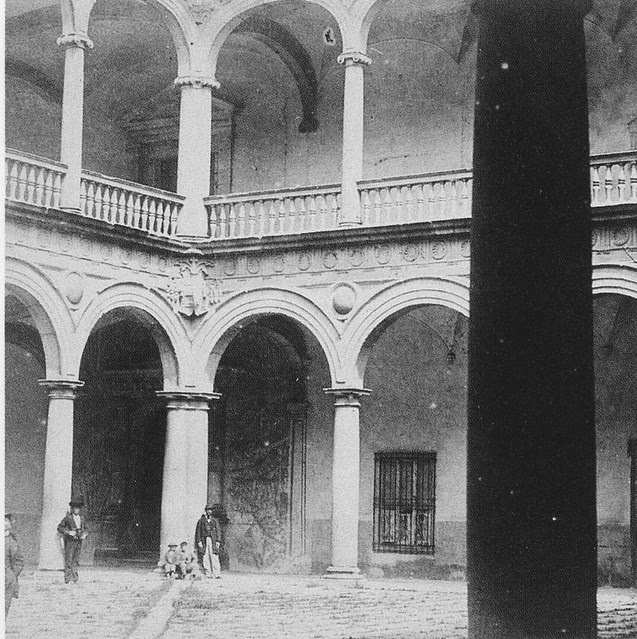 Patio del Hospital Tavera hacia 1860. Fotografía de Alfonso Begue