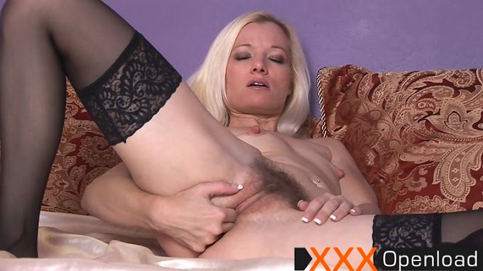 Heidi finger fucks her juicy bush Wearehairy 2011 Heidi Blondes, Slim