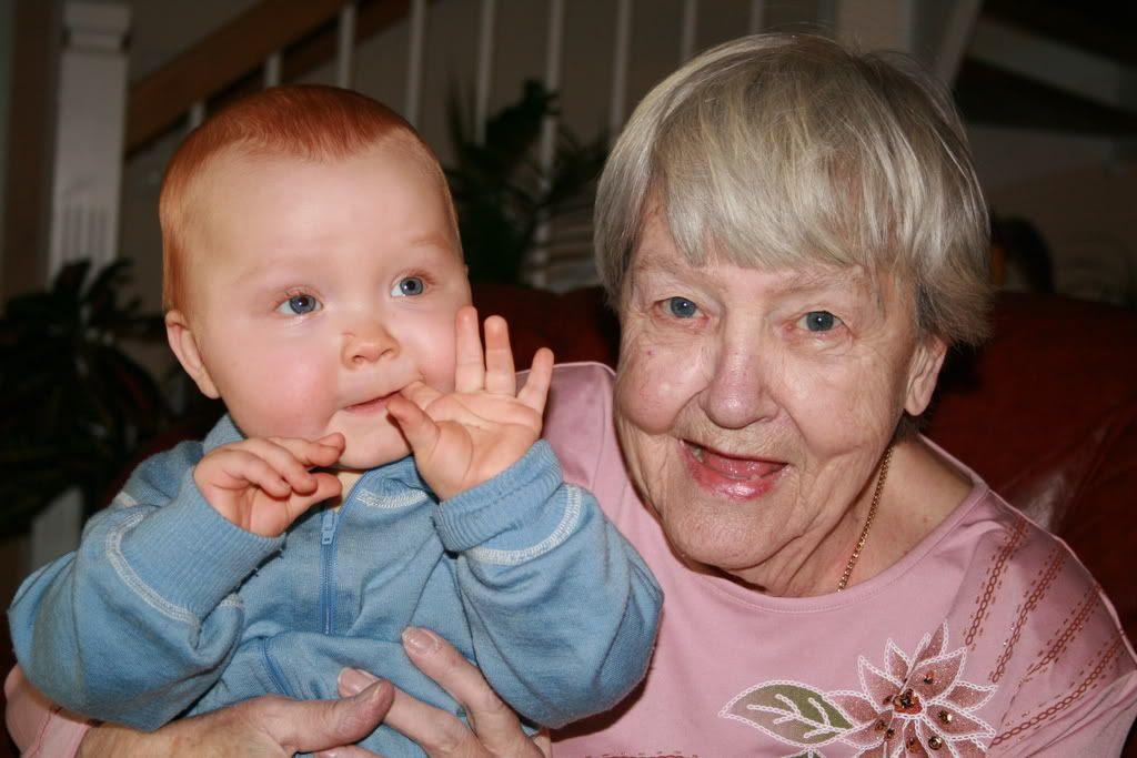 Kevin med oldemor Aase