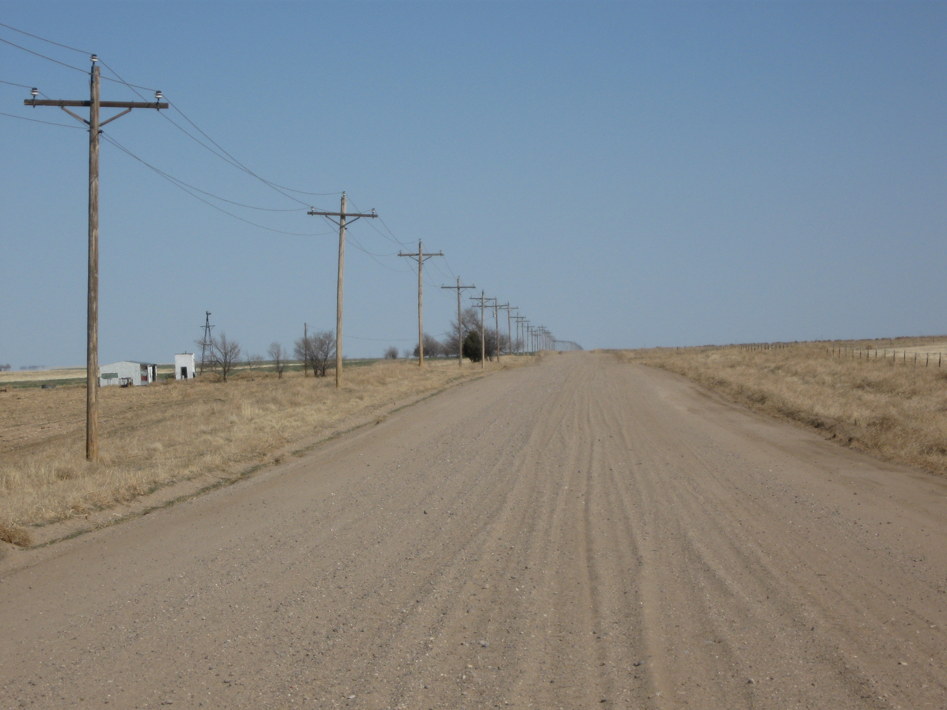 http://upload.wikimedia.org/wikipedia/commons/8/89/Colorado_High_Plains_Dirt_Road.JPG