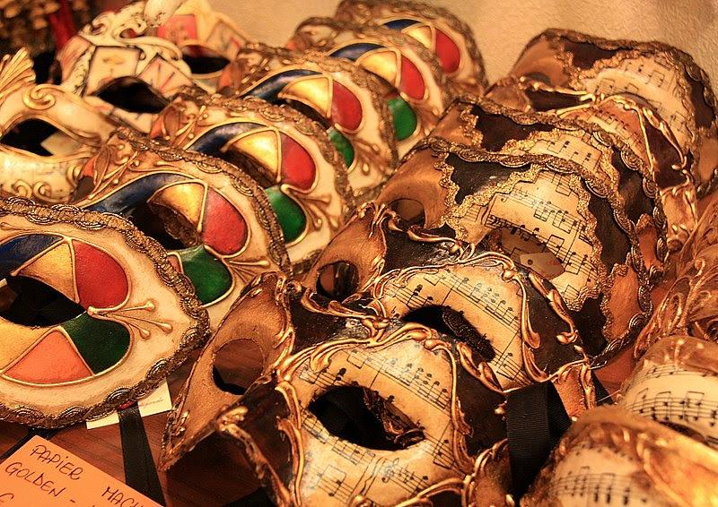 File:Mask Shopping in Venice (5372053918).jpg