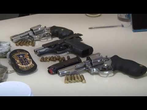 POLICIA CIVIL PRENDE MULHER COM MACONHA E ARMAS