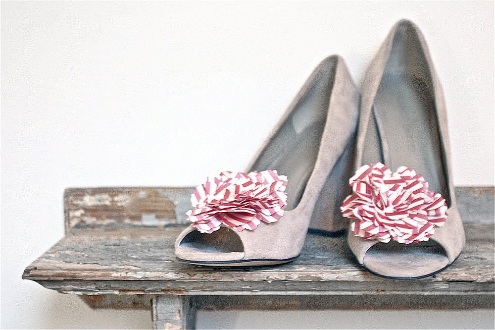 red flower shoe clips, customize your color
