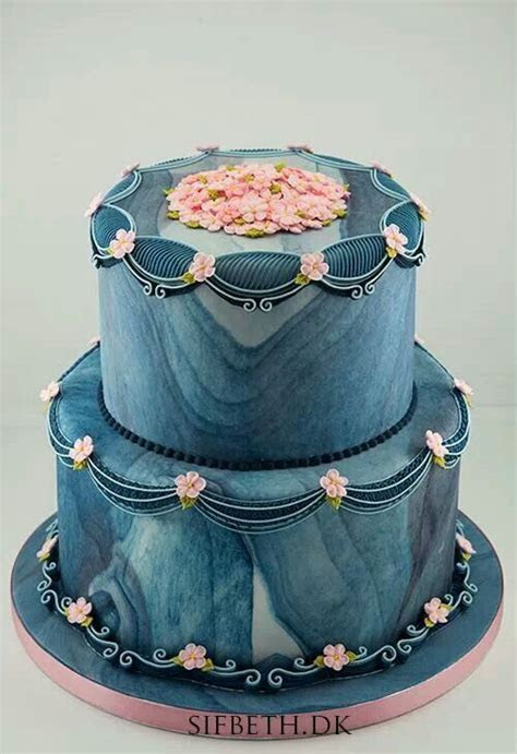 I did a blue marble fondant similar to this over my