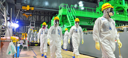 This handout picture taken by the International Atomic Energy Agency (IAEA) on November 27, 2013 shows review mission members of the IAEA inspecting the crippled Tokyo Electric Power CO. (TEPCO) Fukushima Dai-ichi nuclear power plant in the town of Okuma in Fukushima prefecture. (photo: AFP/IAEA)