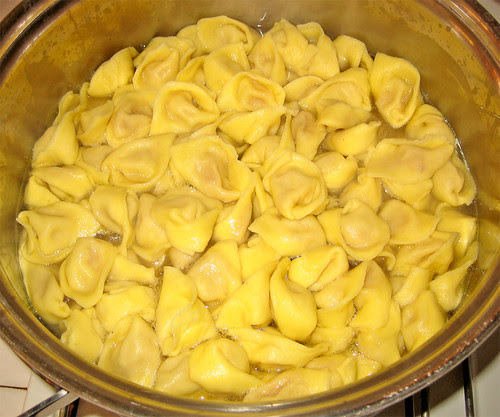tortellini emiliani in brodo di cappone by fugzu