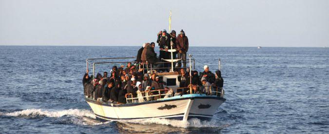 Migranti, si rovescia un altro barcone con un centinaio di persone a bordo: venti morti. Oltre 4mila salvate nelle ultime 24 ore