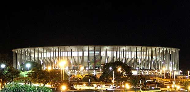 Vista noturna do Estádio Nacional Mané Garrincha, em Brasília (Foto: Vianey Bentes/TV Globo)