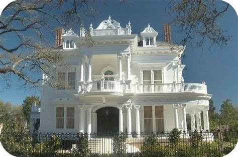 """Wedding Cake House"" Mansion at 5809 Saint Charles Avenue"