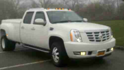 Purchase used 2007 Cadillac dually crew cab in Shirley ...