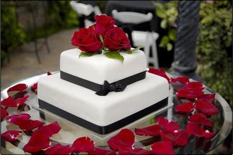 Wedding Cake Ideas   thatweddinggirl.com