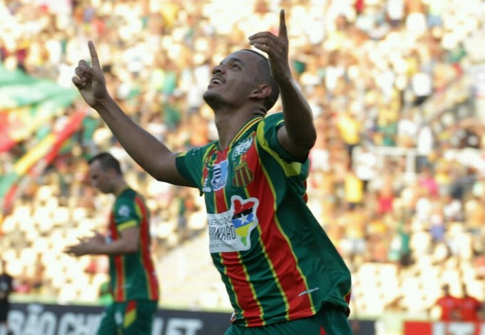 Jheimy comemora gol que fez pelo Sampaio após gol contra Paysandu (Foto: Biaman Prado / O Estado)