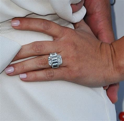 Kim Kardashian Engagement Ring Showing Off   News Update