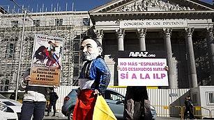 Ver vídeo  'El PP da marcha atrás y votará a favor de la admisión a trámite de la ILP de la dación de pago'