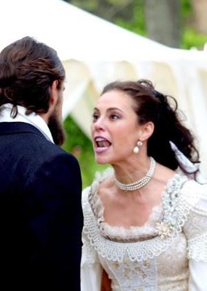 Melissa chama Felipe de canalha após ser humilhada pelo conde
