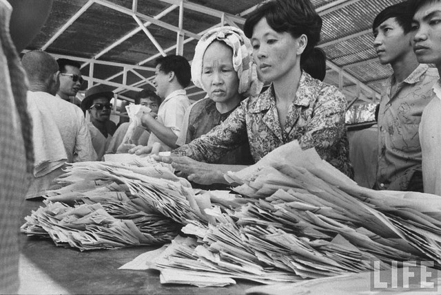 Handling refugees' papers at Japanese Embassy (10)