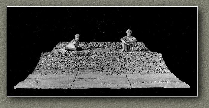 LA PLAGE. terre blanche de grès et faïence biscuitée (support bois)  320x200x90 cm.