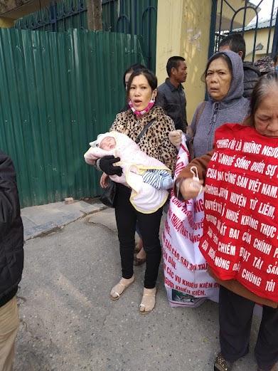 """Mang trẻ sơ sinh đi khiếu kiện – Sự tàn nhẫn của gia đình """"dân oan""""  Đoàn Thanh Giang – Trương Thị Quý"""