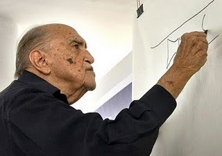 Oscar Niemeyer teria dito uma frase polemica sobre o formato de Brasília