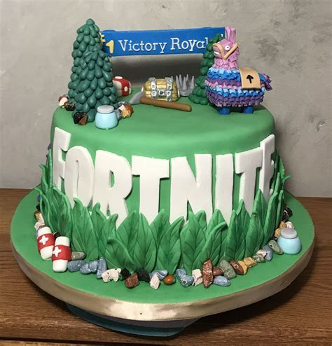 #Fortnite cake   Cakes by Carrie in 2019   10 birthday