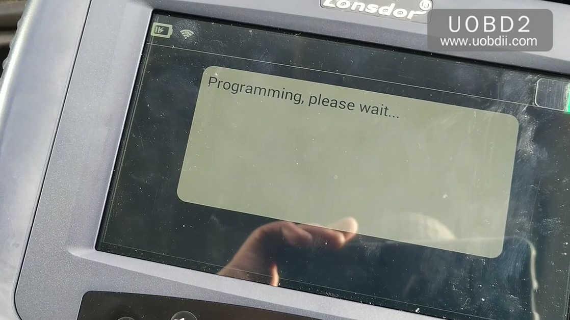 lonsdor-k518ise-key-programming-on-a-ford-focus-23