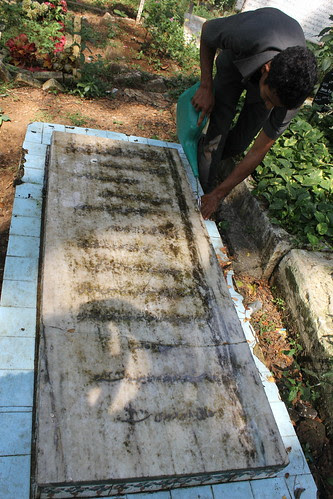 The Grave of Nawab Kashmiri Who Removed All His Teeth To Play The Role of a Yehudi by firoze shakir photographerno1