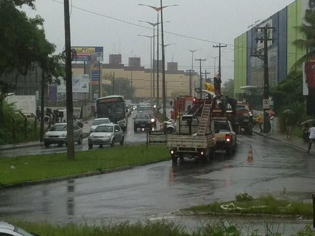 Acidente nos Bancários deixou o trânsito congestionado por mais de duas horas (Foto: Maísa Oliveira/G1)