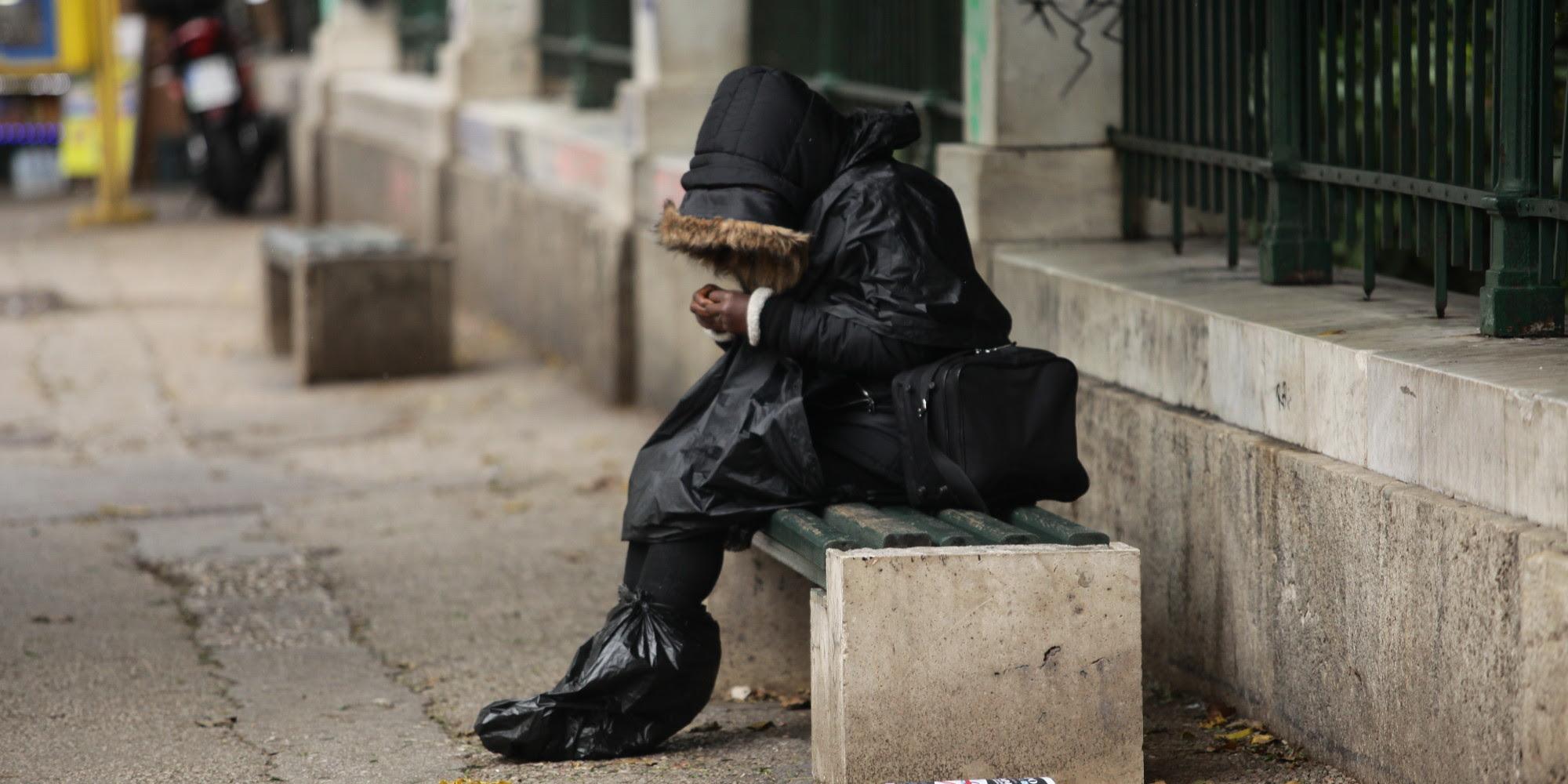Αποτέλεσμα εικόνας για άστεγη γιαγια