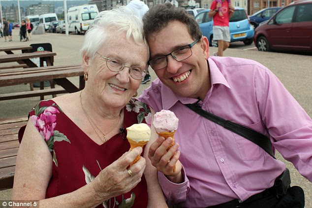 39 year age gap: Edna and Simon Martin couldn't be happier