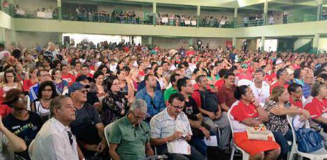 Segundo o Sintepe, cerca de 2500 professores estiveram no Clube Português definindo o rumo da categoria / Foto: Maria Regina Jardim / JC