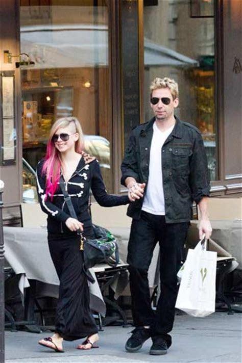 Girlfriend singer Avril Lavigne talks about Chad Kroeger