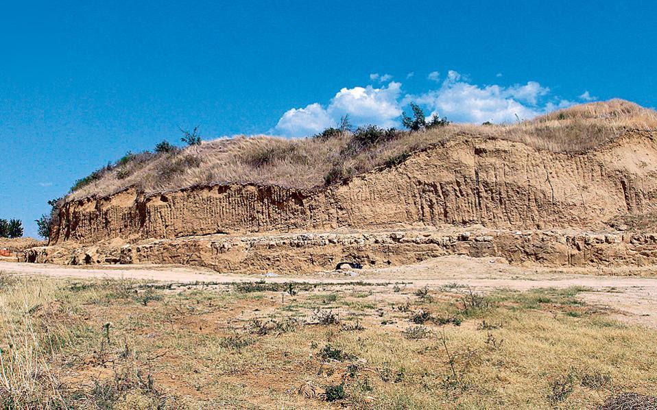 Ο Τύμβος Καστά στην Αμφίπολη Σερρών ενδέχεται να κρύβει ένα πολύ σημαντικό αρχαιολογικό εύρημα.