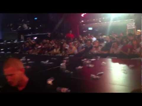 madonna fischiata dai fan alla fine del concerto all'olympia: video