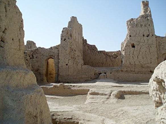 Buildings were a mix of carved loess soil and mud brick