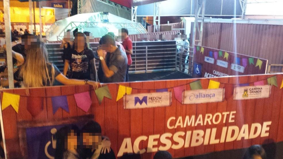 Empresa disse que, se problema não for resolvido, vai desmontar camarote exclusivo para pessoas com deficiência no Parque do Povo (Foto: Artur Lira/G1)