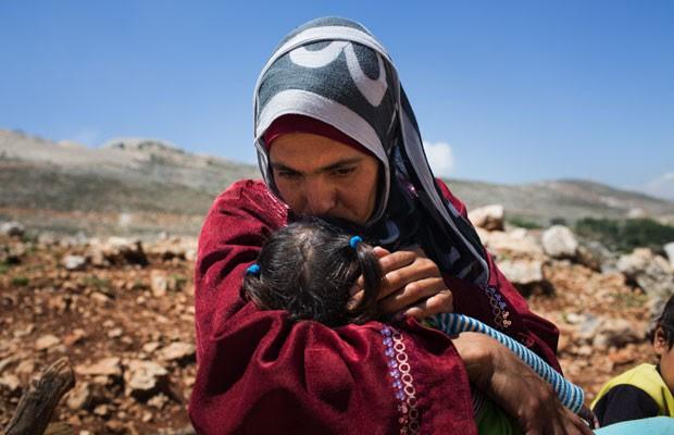 A refugiada síria Lina vive em uma tenda com seus sete filhos no Líbano (Foto: Andrew McConnell/UNHCR)