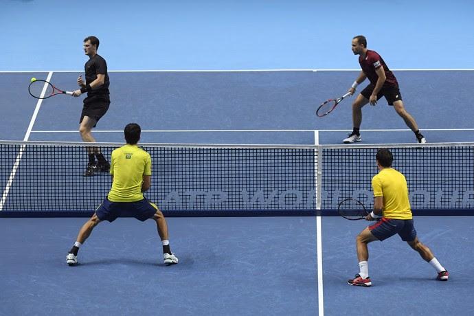 Bruno Soares e Jamie Murray contra Marcelo Melo e Ivan Dodig pelo ATP Finals (Foto: Reuters / Toby Melville )