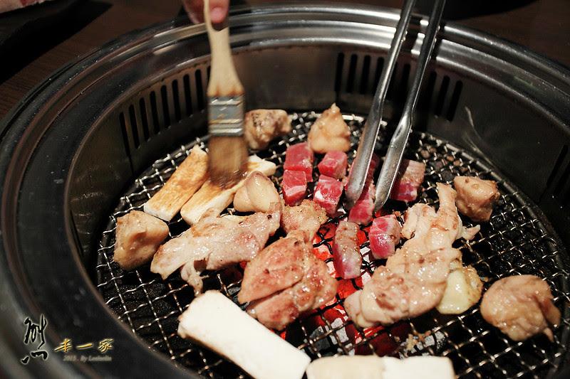 極炙日式燒肉|啤酒澎湖生蠔吃到飽