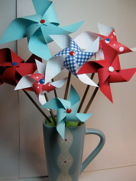 Picnic Basket Pinwheel Bouquet. Vase and SHIPPING INCLUDED.